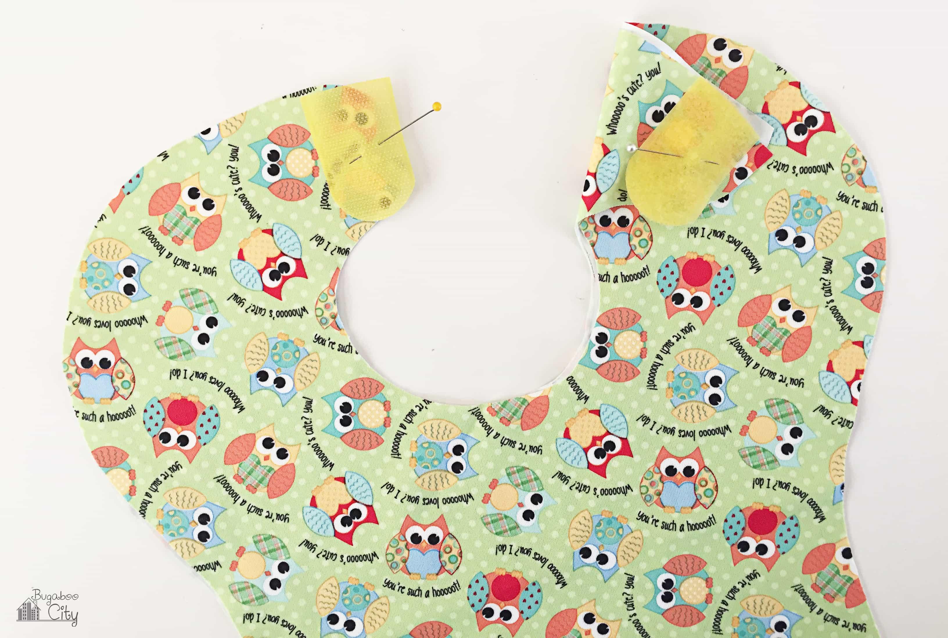 Baby bib in waterproof licensed Babyville fabric.