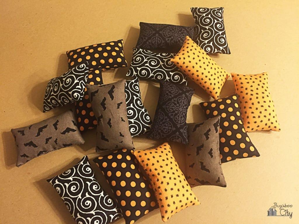 Halloween Pillow Wreath Tutorial 1