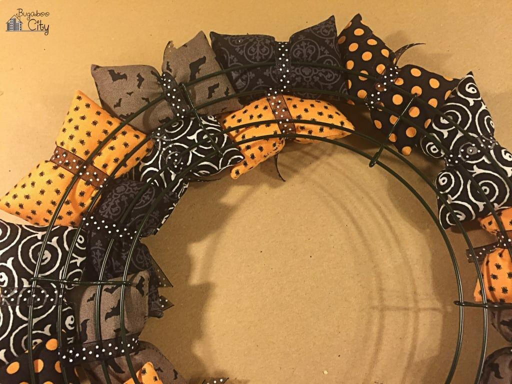 Halloween Pillow Wreath Tutorial 3