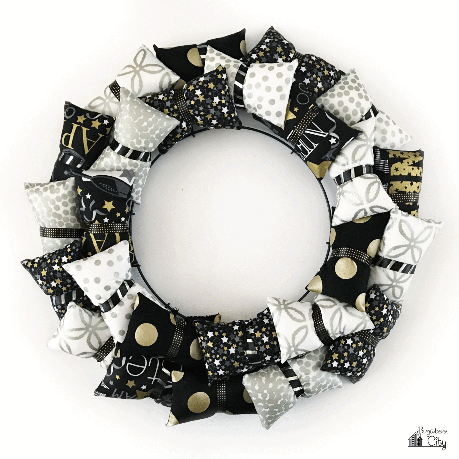 happy-new-year-pillow-wreath-tutorial-with-free-pattern-01