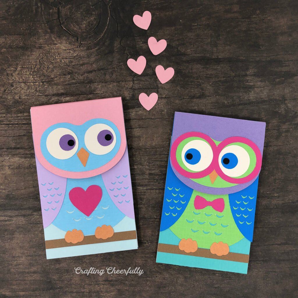 DIY owl notepads made from paper. Cute owl couple with hearts in between them.