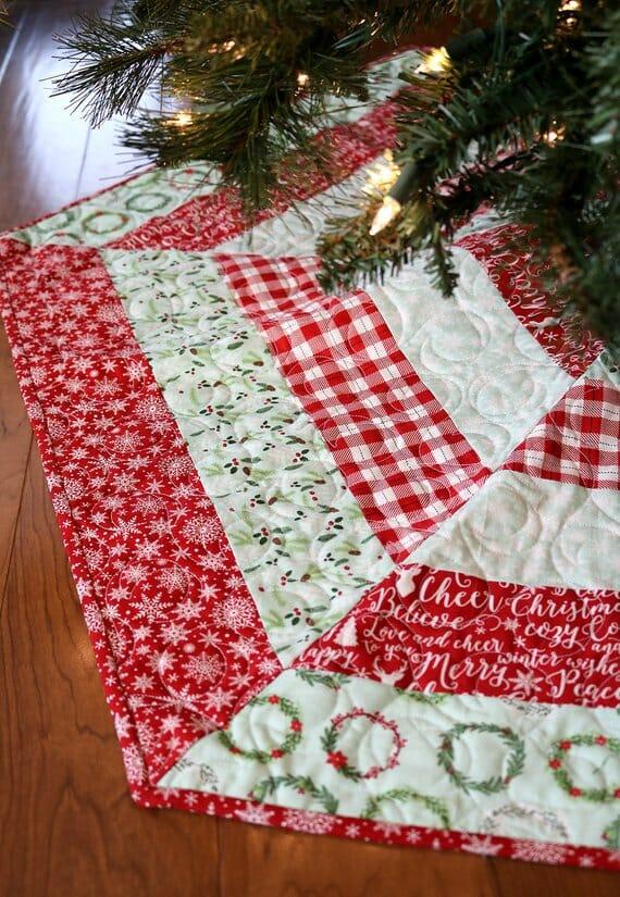 Holly Jolly Tree Skirt Pattern by aBrightCorner