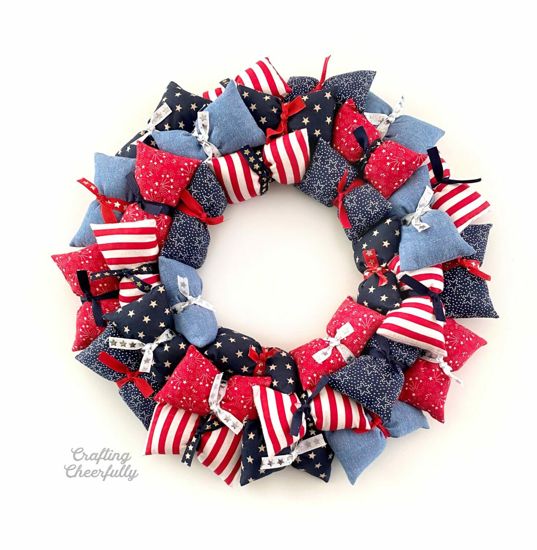 Patriotic Pillow Wreath – Free Template!